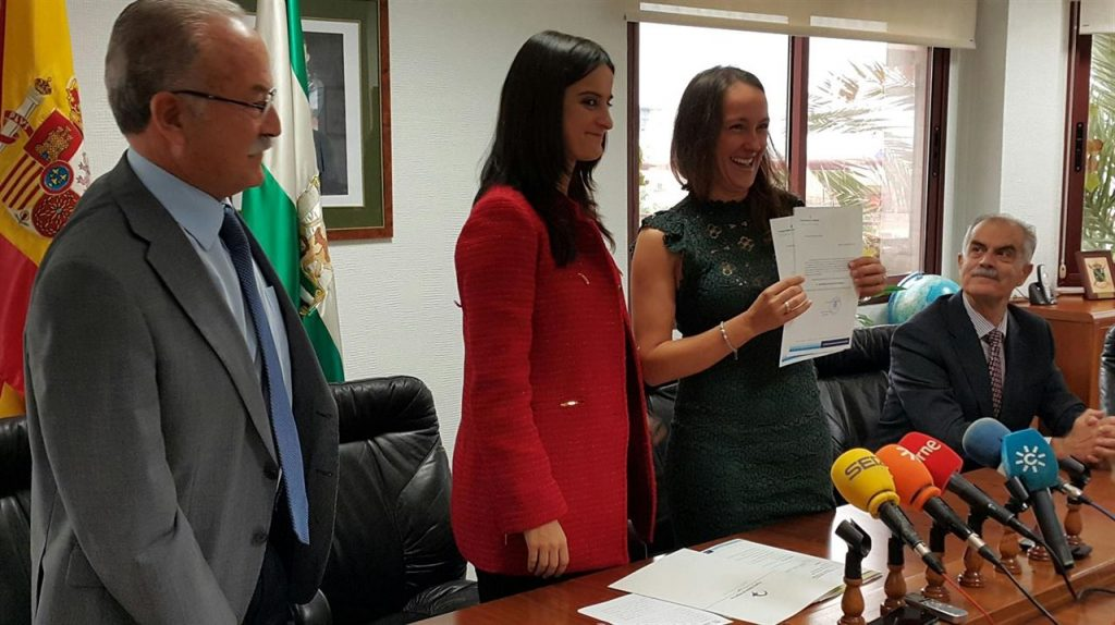 Macarena Gil Navarro, exalumna de EIMANAR, primera mujer práctico de España.